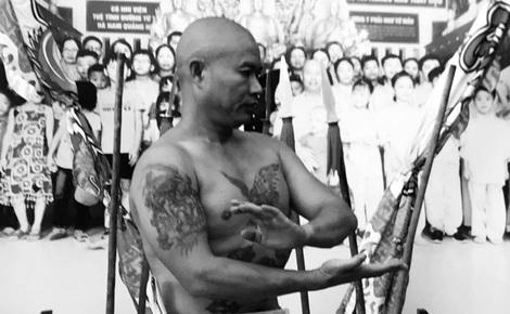 Chưởng môn Vịnh Xuân Việt Nam chống lũ côn đồ, suýt mất bàn tay để cứu học trò