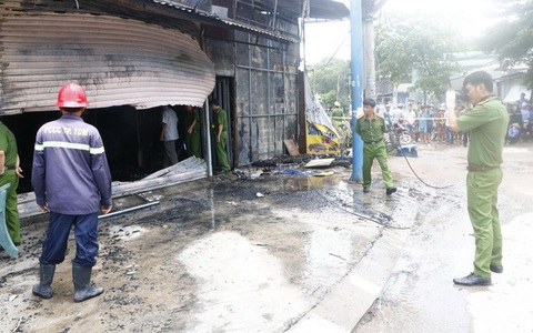 Vụ 3 người chết thảm giữa ban ngày trong tiệm cầm đồ: Người đàn ông mua bó hoa cúc vàng trước khi xảy ra cháy