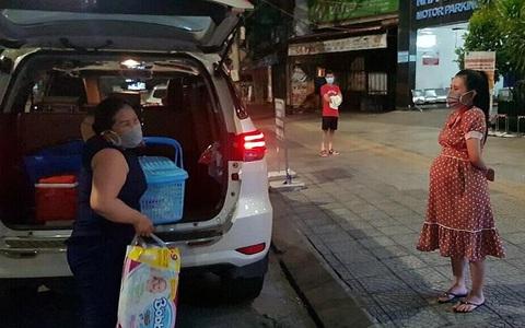 Đà Nẵng: Đội xe đặc biệt chuyên chở bà bầu giữa tâm dịch Covid-19