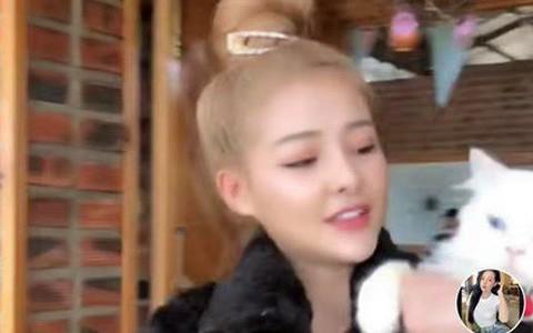 """""""Công chúa thị phi"""" Mon 2K đăng đàn tố bị Ngân 98 """"dắt mũi"""" nhiều tháng liền, tuyên bố chia tay nhưng vẫn qua lại với Lương Bằng Quang"""
