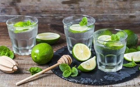 """tác dụng của nước chanh: Uống nước chanh để thanh lọc, giải độc và giảm cân: Có tác dụng """"thần kỳ"""" không?"""