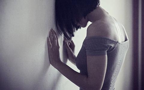 Mới 26 tuổi đã phải cắt bỏ cả tử cung vì ung thư, cô gái trẻ hối hận khi đã bỏ qua 3 bất thường trong cơ thể mà rất nhiều phụ nữ phớt lờ