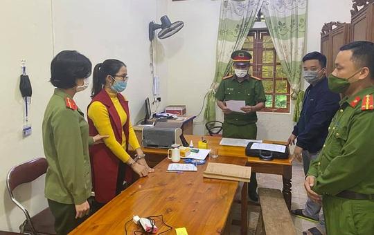 """Vụ """"ăn chặn"""" tiền hỗ trợ bão lũ ở Nghệ An: Đã có 4 nữ cán bộ bị bắt"""