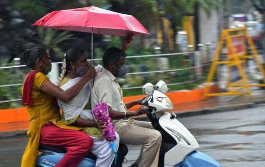 """Giải pháp """"thiên tài"""" của quan chức Ấn Độ để đối phó xăng tăng giá: Bị phê bình tơi bời"""