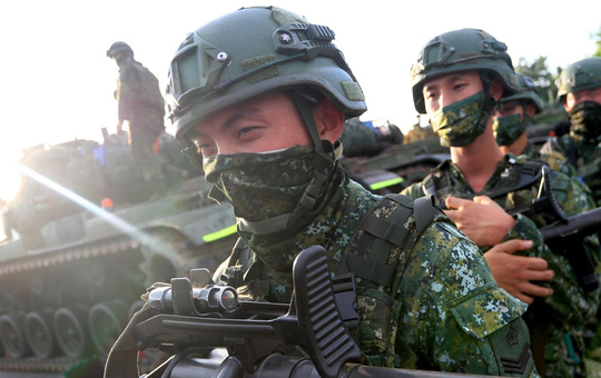 """WSJ: Binh sĩ Đài Loan rệu rã, tối ngày quét lá nhổ cỏ - Gặp lính Trung Quốc là """"chết chắc"""""""