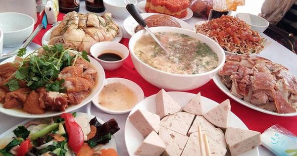 Sợ kém sang, người Việt đang mời nhau những bữa cơm