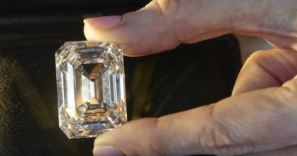 Ngỡ ngàng giá trị viên kim cương Nga