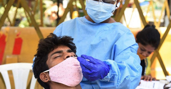 Tại sao nhiều người trẻ bị nhiễm Covid-19? Chuyên gia phân tích 4 yếu tố đang gây hoang mang