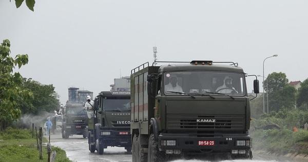 Bộ đội 'tấn công' ổ dịch COVID-19 ở BV Bệnh Nhiệt đới Trung ương cơ sở 2