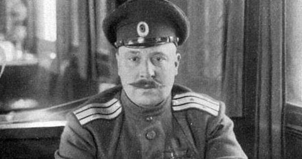 Lý do khiến mong muốn trở thành Binh nhì Hồng quân của Tướng Bạch vệ không thành