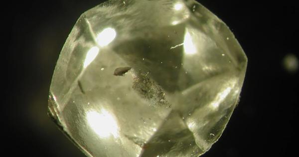 Viên kim cương quý nhất thế giới ẩn giấu cách Trái Đất hình thành