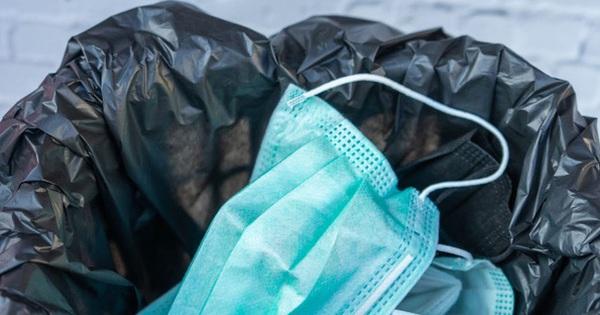 COVID-19: Vứt bỏ khẩu trang, găng tay thế nào cho an toàn?
