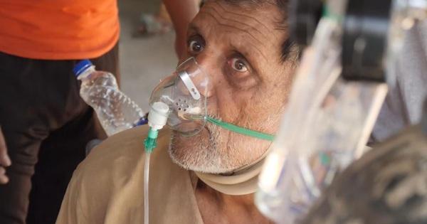 Nhiều người chết do thiếu oxy, BS khóc nghẹn: Chúng tôi là vị cứu tinh chứ không phải kẻ sát nhân