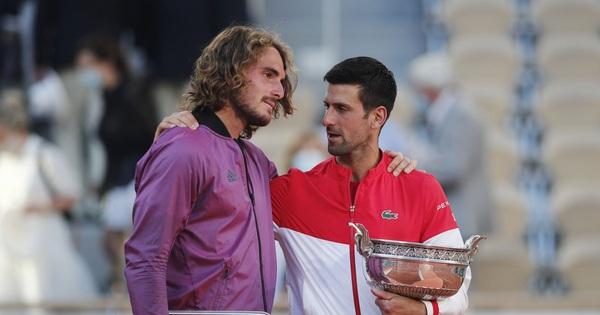 Ngược dòng hạ Tsitsipas, Djokovic vô