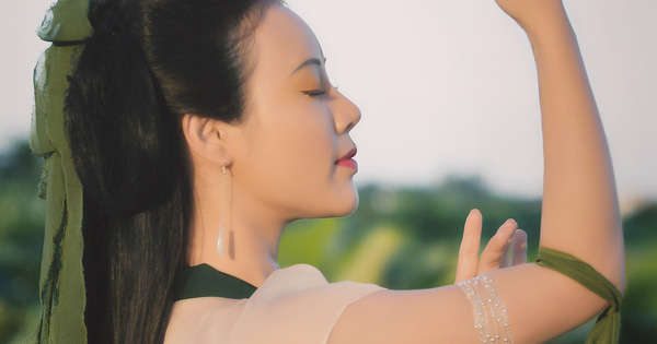 Hoa Trần khoe nhan sắc xinh đẹp