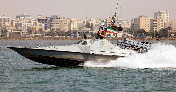 Chiến hạm Iran mang 7 xuồng tấn công nhanh tiến thẳng tới Venezuela - Su-27 Nga xuất kích chặn máy bay ném bom Mỹ, F-35 'chết đứng'