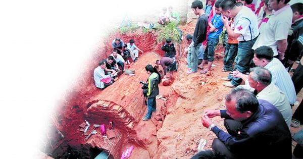 Đào đất xây nhà vệ sinh thì phát hiện mộ cổ: Vô số cổ vật bên trong nhưng thi thể chủ nhân 'không cánh mà bay' - kết quả vietlott 09022020