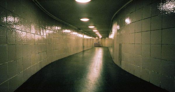 Nỗi ám ảnh về ''không gian ngưỡng'': Nơi chúng ta có cảm giác như đang ở bên bờ vực của một điều bí ẩn