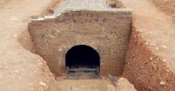 Lăng mộ có cỗ quan tài lớn hơn hoàng đế cùng thời: Đội khảo cổ chuẩn bị mở nắp thì có người tới ngăn cản!