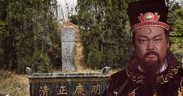 Đội khảo cổ khai quật cứu hộ lăng mộ Bao Công, ông lão đi qua lớn tiếng: Dừng tay, đào nhầm rồi!