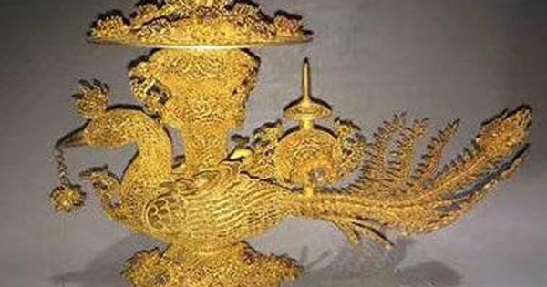 Người đàn ông nhặt được 'con chim' trong mộ cổ và đem đi giám định, chuyên gia làm 1 việc khiến anh ta 'chết lặng'!