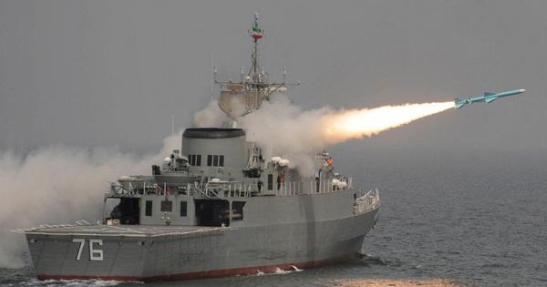 Tàu chiến Iran khiến Mỹ-Anh