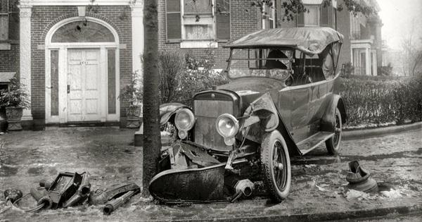Chuyện lạ xe cộ: Hình ảnh dúm dó, rách nát của xe hơi tại Thư viện Quốc hội Mỹ