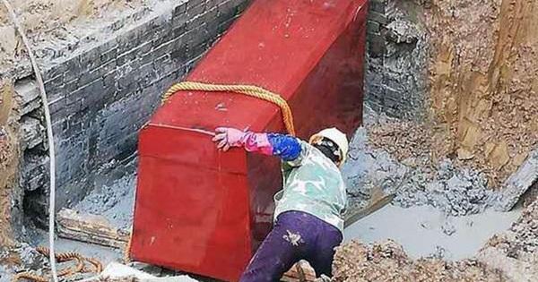 Phát hiện ngôi mộ 'ngông cuồng' trạm trổ phượng hoàng và mặt trời, các chuyên gia phát hoảng: Bên trong là kẻ phản nghịch?