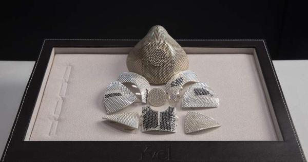 Cận cảnh chiếc khẩu trang N99 chống Covid-19 bằng vàng nạm kim cương đắt nhất thế giới