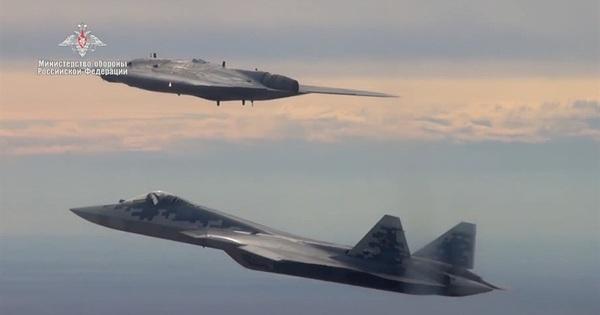 Nga tung hỏa mù trên S-70 và Su-57, Mỹ đau đầu tìm lời giải: Bí ẩn nằm ở đâu? - mega 655