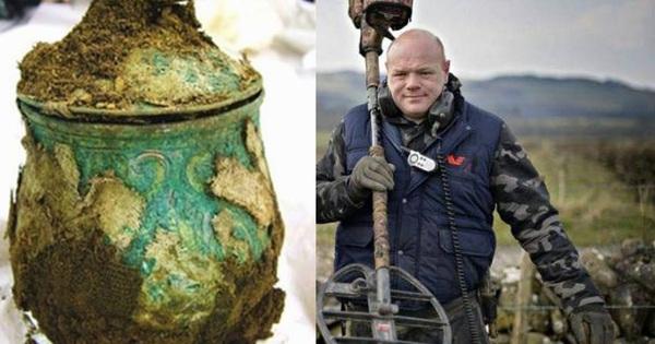 Người đàn ông tìm thấy một cái bình sắt trên cánh đồng: Sau khi mở nó ra, giới khảo cổ học chấn động! - gi�� v��ng h��m nay