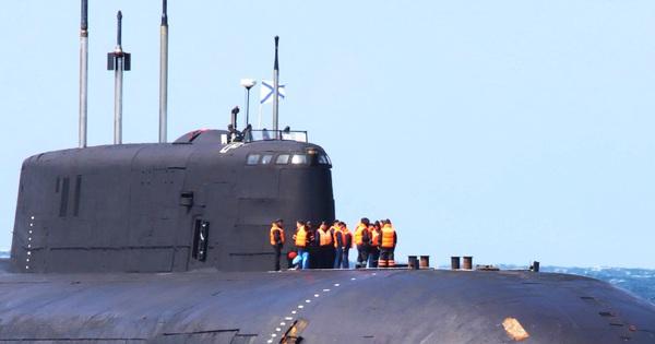Tàu ngầm hạt nhân Nga gặp sự cố nghiêm trọng: Thủy thủ đã mặc áo phao, cứu hộ khẩn cấp!