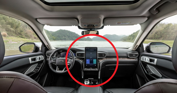 SUV bán chạy nhất nước Mỹ bất ngờ xuất hiện tại Việt Nam: Có một chi tiết bị trêu 'giống bài vị'!