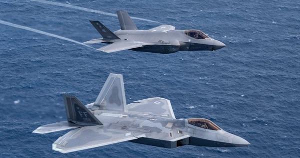 Giải mật: Mỹ từng chào bán tiêm kích tàng hình F-22 Raptor với giá cao ngất