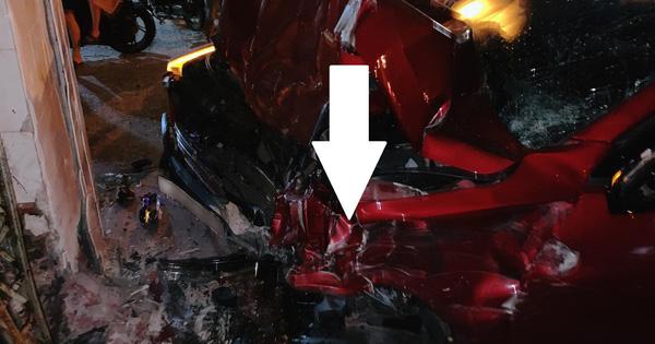 VinFast Lux SA2.0 gặp tai nạn kinh hoàng: Đầu xe va chạm mạnh đến trơ 'xương' nhưng nội thất còn nguyên vẹn!