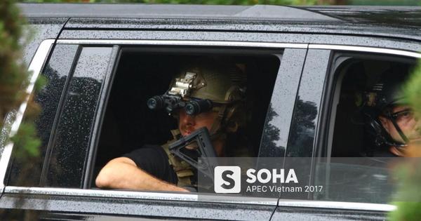 [ẢNH] Cận cảnh đặc vụ Mỹ mang súng tiểu liên ngồi trong xe hộ tống Tổng thống Trump ở Hà Nội