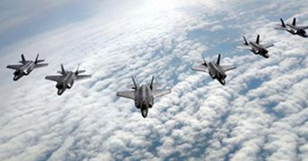 Cận cảnh siêu chiến đấu cơ F-35 phô diễn sức mạnh trên không