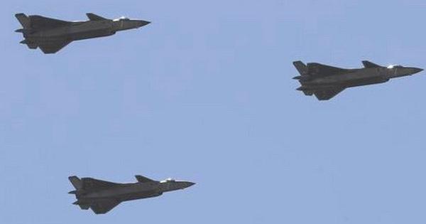 Trung Quốc bảo vệ máy bay J-20 khỏi sự giám sát của nước ngoài