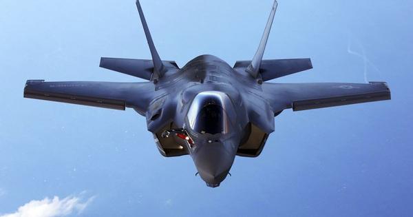 """Căng thẳng gần đỉnh điểm, tiêm kích F-35 """"khoe dáng"""" ở bán đảo Triều Tiên"""