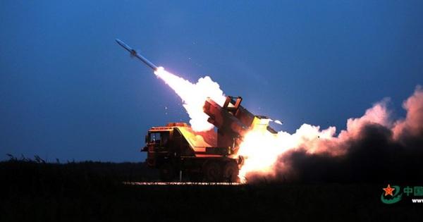 """Trung Quốc tập trận bắn rơi """"tên lửa"""" ở gần Triều Tiên"""