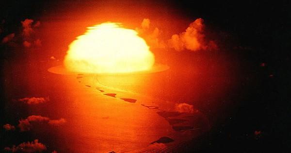 Ảnh: Các vụ thử bom hạt nhân khủng khiếp của Mỹ và Pháp sau năm 1946