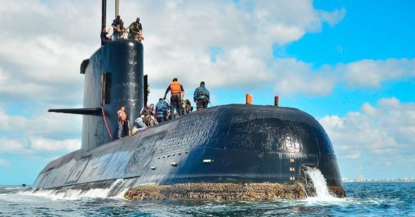 NÓNG: Tàu ngầm Argentina từng nổi lên trước khi mất tích