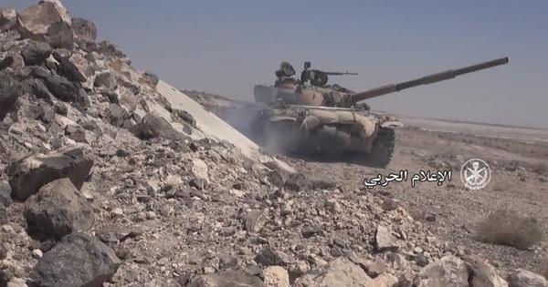 Video thu từ xác chết: Phút đền tội của tên khủng bố – phát đạn bắn tan xác xe bọc thép IS