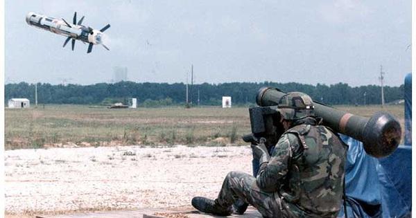 """Kích Ukraine """"tất tay"""" với Nga, Mỹ thúc đẩy cấp tên lửa Javenlin"""