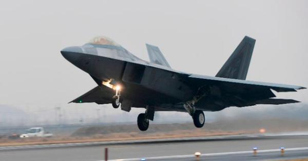 """Máy bay tàng hình Mỹ rầm rộ đổ bộ Hàn Quốc, Triều Tiên """"chơi chữ"""" đáp trả"""