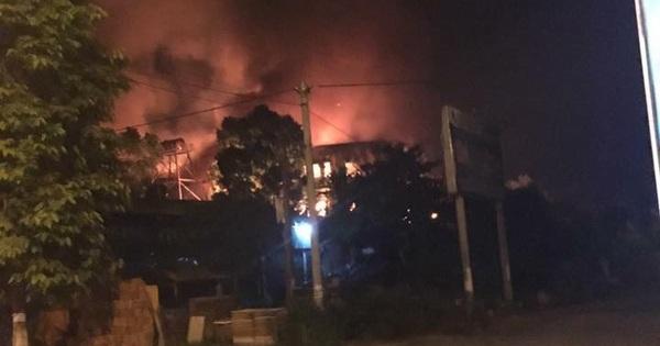 Xưởng sản xuất mỳ Hàn Quốc bốc cháy dữ dội, thiệt hại khoảng 100 tỷ đồng