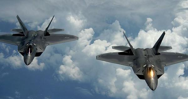 """Tiêm kích Mỹ F-22 """"thổi tung"""" cơ sở điều chế ma túy của Taliban"""