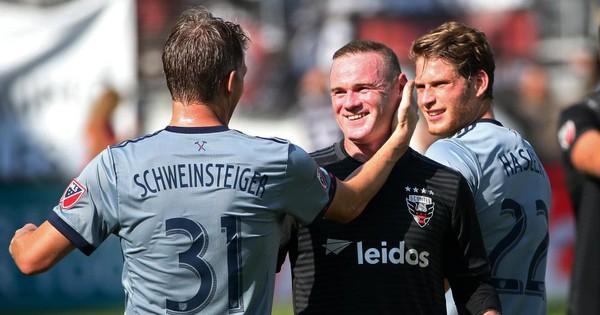 Chia sẻ tấm ảnh đặc biệt, Rooney đang nhớ Man United?