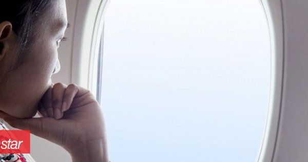 Tại sao phải kéo rèm cửa sổ lên khi máy bay cất cánh và hạ cánh?