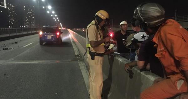 Người thân khóc ngất khi thấy thi thể nam thanh niên 9X đắp chiếu trên cầu Sài Gòn